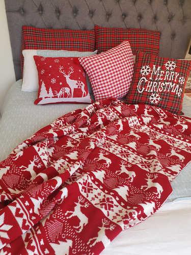 Knitted Christmas blanket