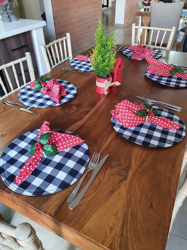 Black & white round placemats