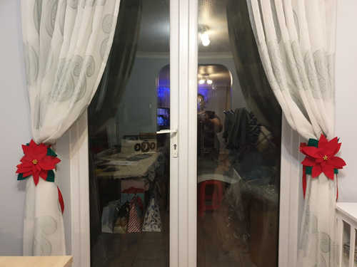 Poinsettia Curtain tie-back
