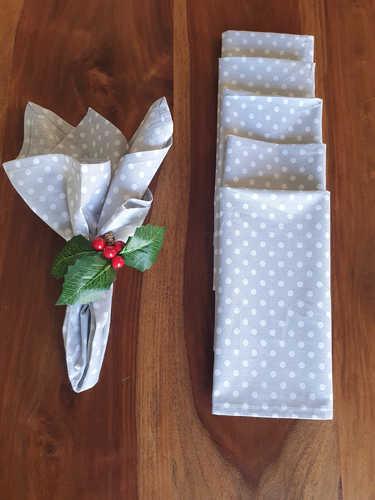 Grey with polka dots napkins