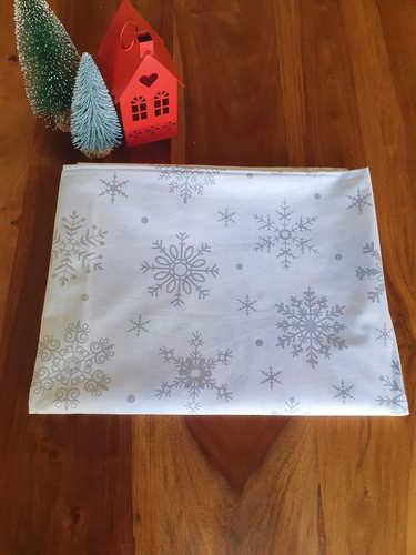 Grey snowflakes tablecloth
