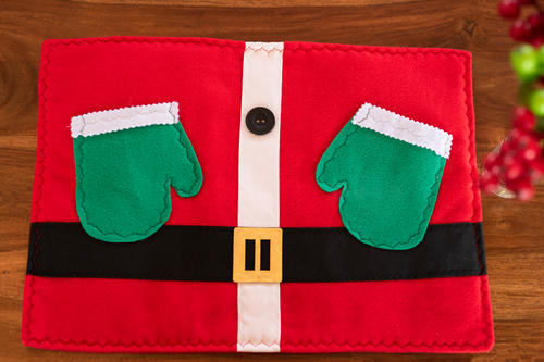 Santa Claus Placemat with Gloves