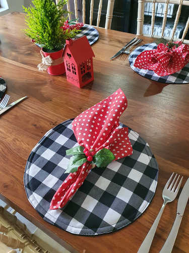 Red with white polka dots napkin
